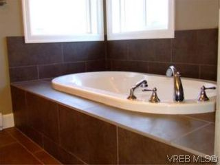 Photo 11: 2336 Echo Valley Dr in VICTORIA: La Bear Mountain House for sale (Langford)  : MLS®# 485548