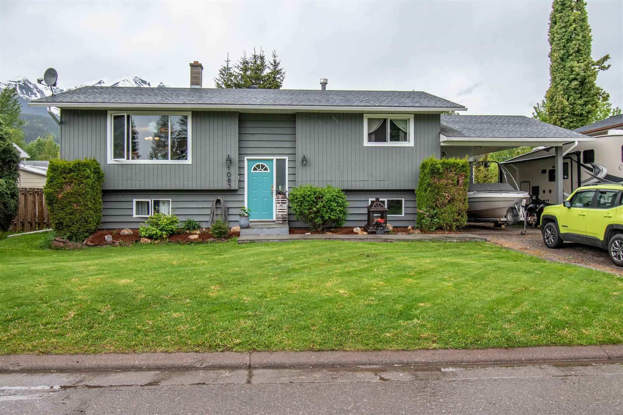 Main Photo: 1083 CEDAR Street in Smithers: Smithers - Town House for sale (Smithers And Area (Zone 54))  : MLS®# R2607562
