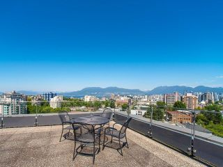 """Photo 1: 206 1445 MARPOLE Avenue in Vancouver: Fairview VW Condo for sale in """"Hycroft Towers"""" (Vancouver West)  : MLS®# R2282720"""