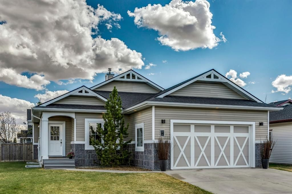 Main Photo: 717 Stonehaven Drive: Carstairs Detached for sale : MLS®# A1105232