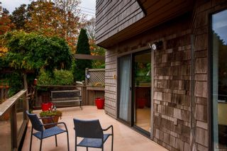 Photo 2: 905 Oliphant Ave in : Vi Fairfield West Row/Townhouse for sale (Victoria)  : MLS®# 857217