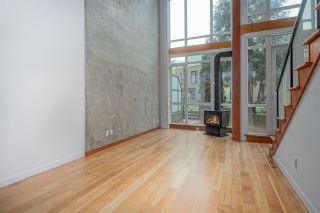 """Photo 4: 111 10 RENAISSANCE Square in New Westminster: Quay Condo for sale in """"MURANO LOFTS"""" : MLS®# R2431581"""
