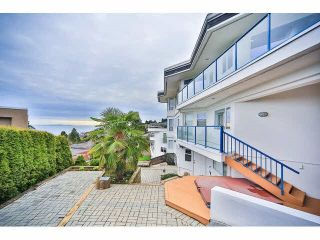 "Photo 22: 15652 SEMIAHMOO Avenue: White Rock House for sale in ""White Rock"" (South Surrey White Rock)  : MLS®# R2564627"