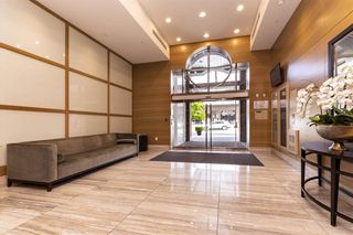 Photo 3: 1306 15152 RUSSELL AVENUE: White Rock Condo for sale (South Surrey White Rock)  : MLS®# R2377952