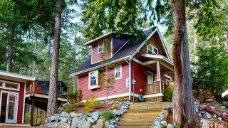 "Photo 1: 13495 LEE Road in Garden Bay: Pender Harbour Egmont House for sale in ""Daniel Point"" (Sunshine Coast)  : MLS®# R2497322"