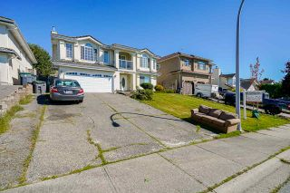 Photo 3: 8560 149A Street in Surrey: Bear Creek Green Timbers House for sale : MLS®# R2491981