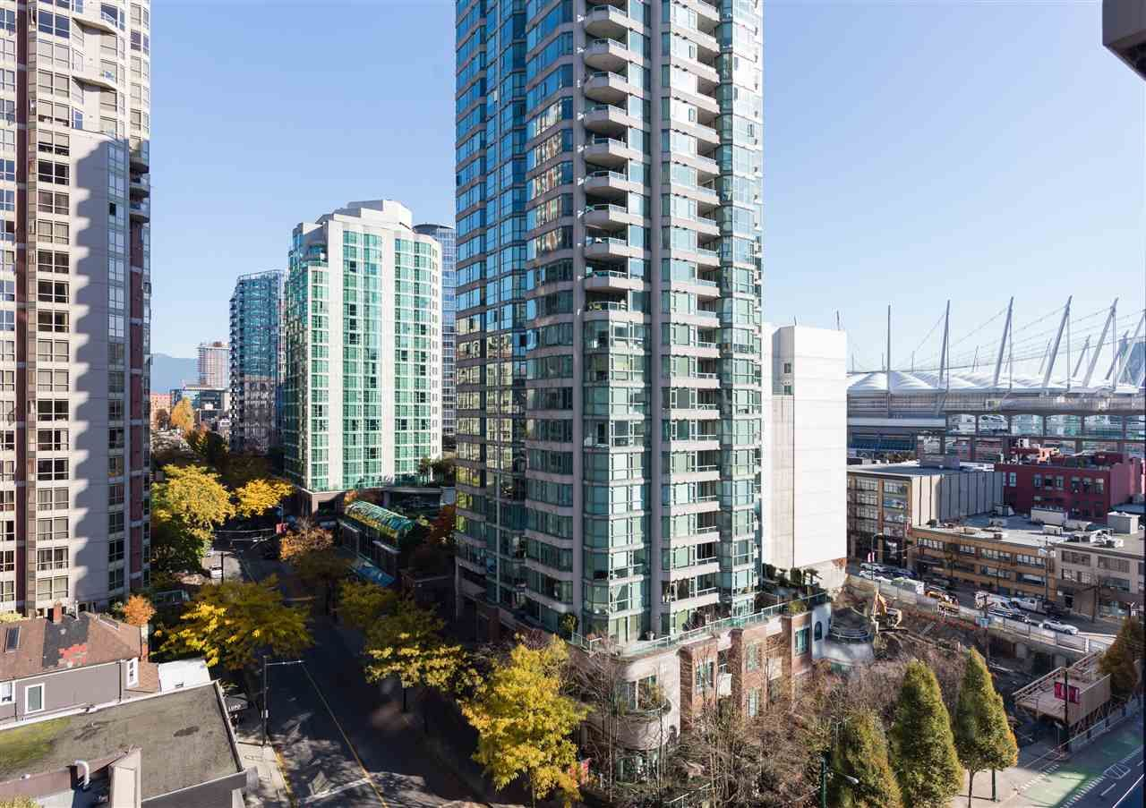 """Main Photo: 1201 909 MAINLAND Street in Vancouver: Yaletown Condo for sale in """"YALETOWN PARK II"""" (Vancouver West)  : MLS®# R2218452"""