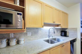 """Photo 5: 405 6735 STATION HILL Court in Burnaby: South Slope Condo for sale in """"THE COURTYARDS"""" (Burnaby South)  : MLS®# R2149958"""