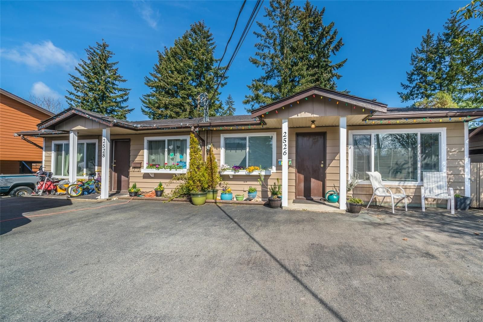 Main Photo: 2526 & 2528 Rosstown Rd in : Na Diver Lake Full Duplex for sale (Nanaimo)  : MLS®# 871349