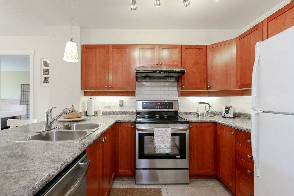 """Photo 3: Photos: 304 625 PARK Crescent in New Westminster: GlenBrooke North Condo for sale in """"WESTHAVEN"""" : MLS®# R2189118"""