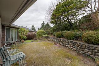 """Photo 32: 4391 MAHON Avenue in Burnaby: Deer Lake Place House for sale in """"DEER LAKE PLACE"""" (Burnaby South)  : MLS®# R2429871"""