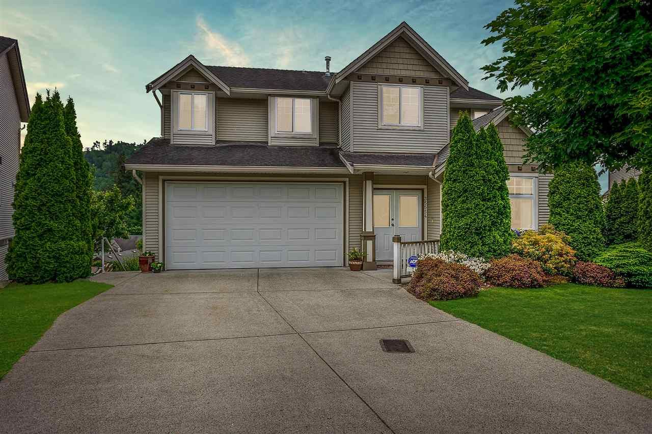 """Main Photo: 35554 CATHEDRAL Court in Abbotsford: Abbotsford East House for sale in """"McKinley Heights"""" : MLS®# R2584174"""