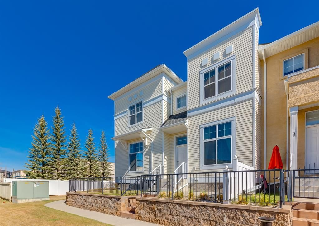 Main Photo: 77 Mckenzie Towne Gate SE in Calgary: McKenzie Towne Row/Townhouse for sale : MLS®# A1100906