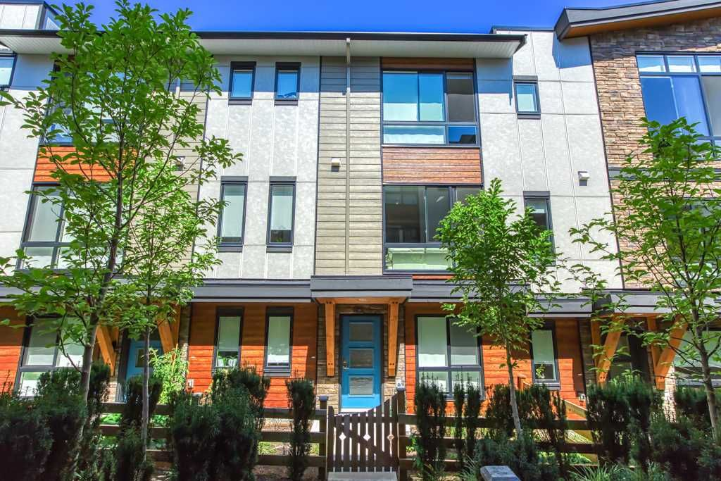 """Main Photo: 196 16488 64 Avenue in Surrey: Cloverdale BC Townhouse for sale in """"Harvest at Bose Farms"""" (Cloverdale)  : MLS®# R2562625"""