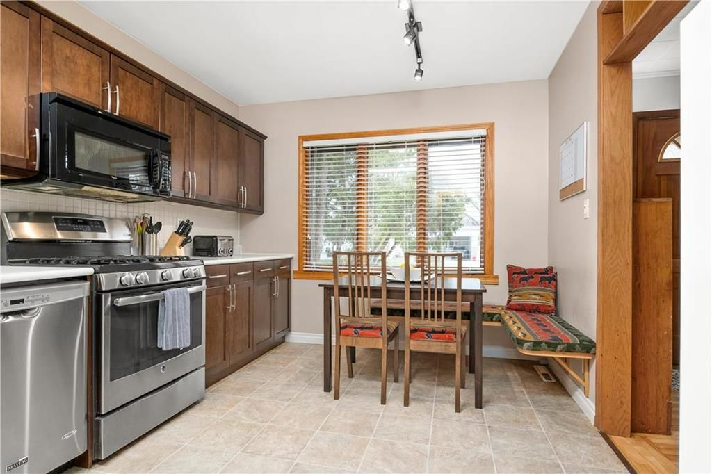 Photo 4: Photos: 145 Woodlawn Avenue in Winnipeg: Residential for sale (2C)  : MLS®# 202110539