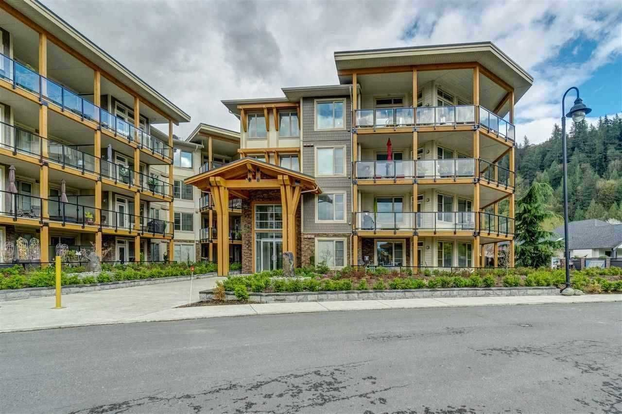 """Main Photo: 402 45746 KEITH WILSON Road in Chilliwack: Vedder S Watson-Promontory Condo for sale in """"Englewood Courtyard"""" (Sardis)  : MLS®# R2585931"""
