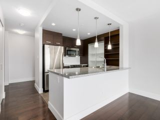 """Photo 7: 706 2959 GLEN Drive in Coquitlam: North Coquitlam Condo for sale in """"THE PARC"""" : MLS®# R2156531"""