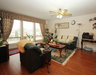 Photo 2: 637 FAIRVIEW Street in Coquitlam: Coquitlam West House for sale : MLS®# R2288737