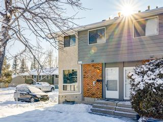 Photo 2: 40 6915 Ranchview Drive NW in Calgary: Ranchlands Row/Townhouse for sale : MLS®# A1067742