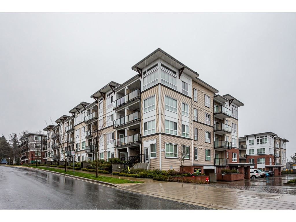 "Main Photo: 316 6468 195A Street in Surrey: Cloverdale BC Condo for sale in ""YALE BLOC"" (Cloverdale)  : MLS®# R2426286"