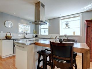 Photo 11: 147 Cambridge St in : Vi Fairfield West House for sale (Victoria)  : MLS®# 885266