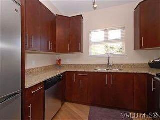 Photo 7: 118 21 Conard St in : VR Hospital Condo for sale (View Royal)  : MLS®# 569626