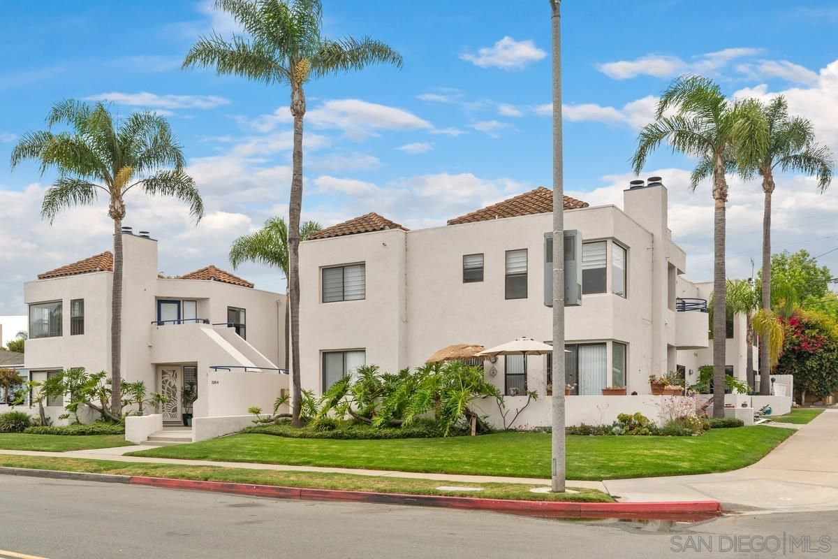Main Photo: CROWN POINT Condo for sale : 2 bedrooms : 3984 Lamont St #8 in San Diego