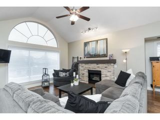 """Photo 5: 87 4001 OLD CLAYBURN Road in Abbotsford: Abbotsford East Townhouse for sale in """"Cedar Springs"""" : MLS®# R2419759"""