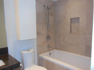 """Photo 6: 1805 125 E 14TH Street in North Vancouver: Central Lonsdale Condo for sale in """"Centreview Tower B"""" : MLS®# R2364010"""