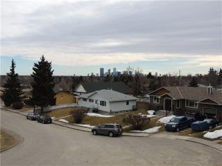 Photo 4: 23 Highwood Place NW in Calgary: Highwood House for sale : MLS®# C4106746