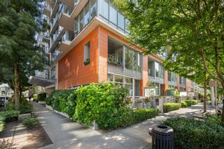 """Photo 2: 302 W 1ST Avenue in Vancouver: False Creek Townhouse for sale in """"FOUNDRY"""" (Vancouver West)  : MLS®# R2625350"""