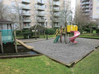 """Photo 4: 316 4990 MCGEER Street in Vancouver: Collingwood VE Condo for sale in """"CONNAUGHT"""" (Vancouver East)  : MLS®# R2141317"""