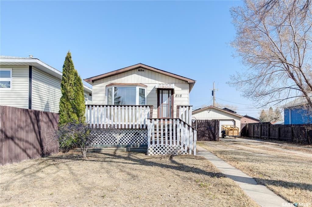 Main Photo: 818 O Avenue South in Saskatoon: King George Residential for sale : MLS®# SK849335