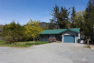 Photo 2: 41580 ROD Road in Squamish: Brackendale House for sale : MLS®# R2261542