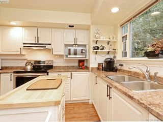 Photo 7: 6 356 Simcoe St in VICTORIA: Vi James Bay Row/Townhouse for sale (Victoria)  : MLS®# 772774