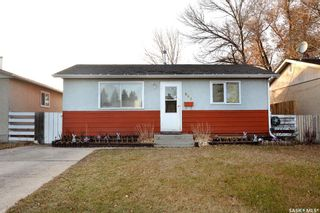 Photo 2: 869 Macklem Drive in Saskatoon: Massey Place Residential for sale : MLS®# SK837532