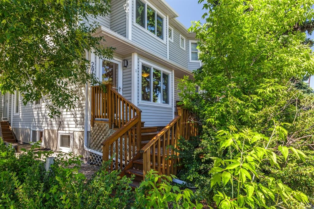 Main Photo: 1 2015 24 Street SW in Calgary: Richmond Row/Townhouse for sale : MLS®# A1125834