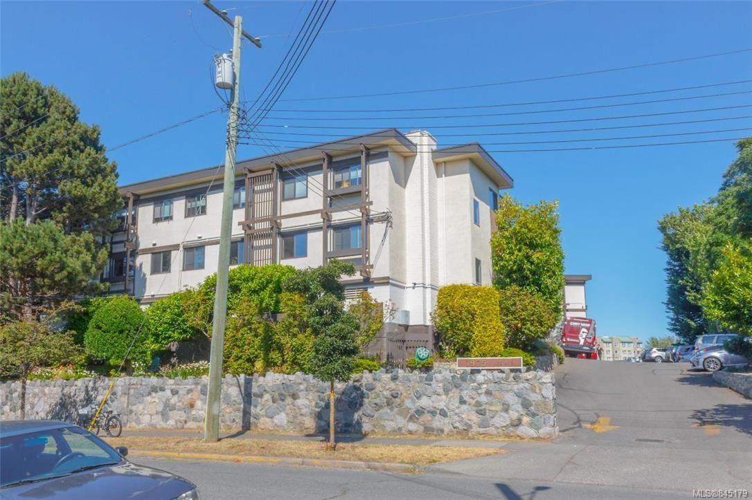 Main Photo: 213 1975 Lee Ave in Victoria: Vi Jubilee Condo for sale : MLS®# 845179