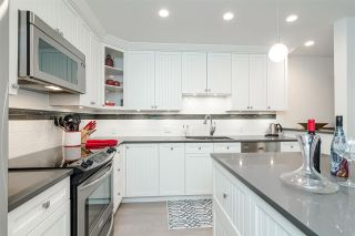"""Photo 13: 11 15563 MARINE Drive: White Rock Condo for sale in """"Oceanview Terrace"""" (South Surrey White Rock)  : MLS®# R2513794"""