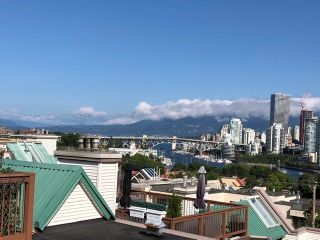 "Photo 3: 208 910 W 8TH Avenue in Vancouver: Fairview VW Condo for sale in ""The Rhapsody"" (Vancouver West)  : MLS®# R2487945"