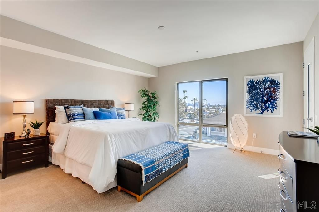 Photo 16: Photos: Condo for sale : 3 bedrooms : 3025 Byron St in San Diego
