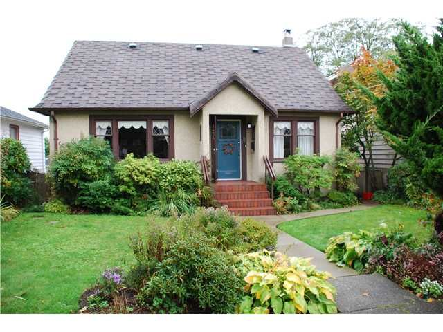 Main Photo: 1434 LONDON Street in New Westminster: West End NW House for sale : MLS®# V915226