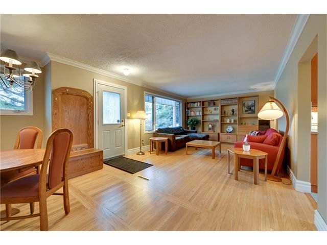 Photo 7: Photos: 3235 BEARSPAW Drive NW in Calgary: Brentwood House for sale : MLS®# C4053650
