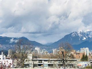 """Photo 1: 401 2288 PINE Street in Vancouver: Fairview VW Condo for sale in """"The Fairview"""" (Vancouver West)  : MLS®# R2251724"""