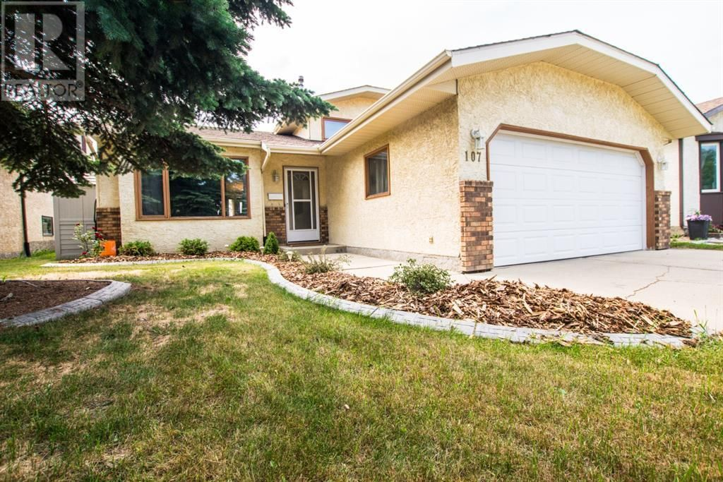 Main Photo: 107 Roberts Crescent in Red Deer: House for sale : MLS®# A1126309