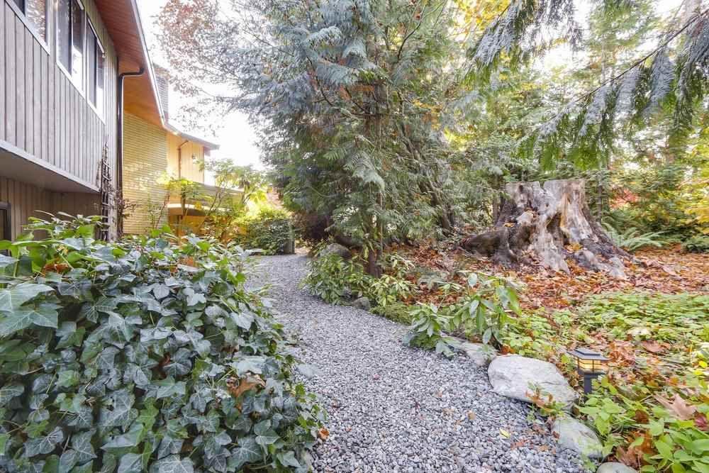 Photo 17: Photos: 208 54 STREET in Delta: Pebble Hill House for sale (Tsawwassen)  : MLS®# R2216720