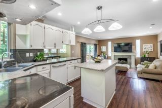 Photo 10: 6130 PARKSIDE Close in Surrey: Panorama Ridge House for sale : MLS®# R2454955