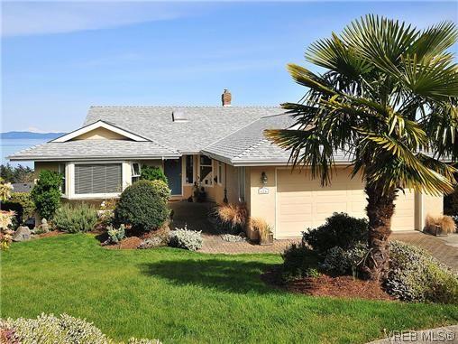Main Photo: 858 Seamist Crt in VICTORIA: SE Cordova Bay House for sale (Saanich East)  : MLS®# 638215