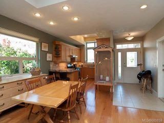Photo 4: 122 2315 Suffolk Cres in COURTENAY: CV Crown Isle Row/Townhouse for sale (Comox Valley)  : MLS®# 680859
