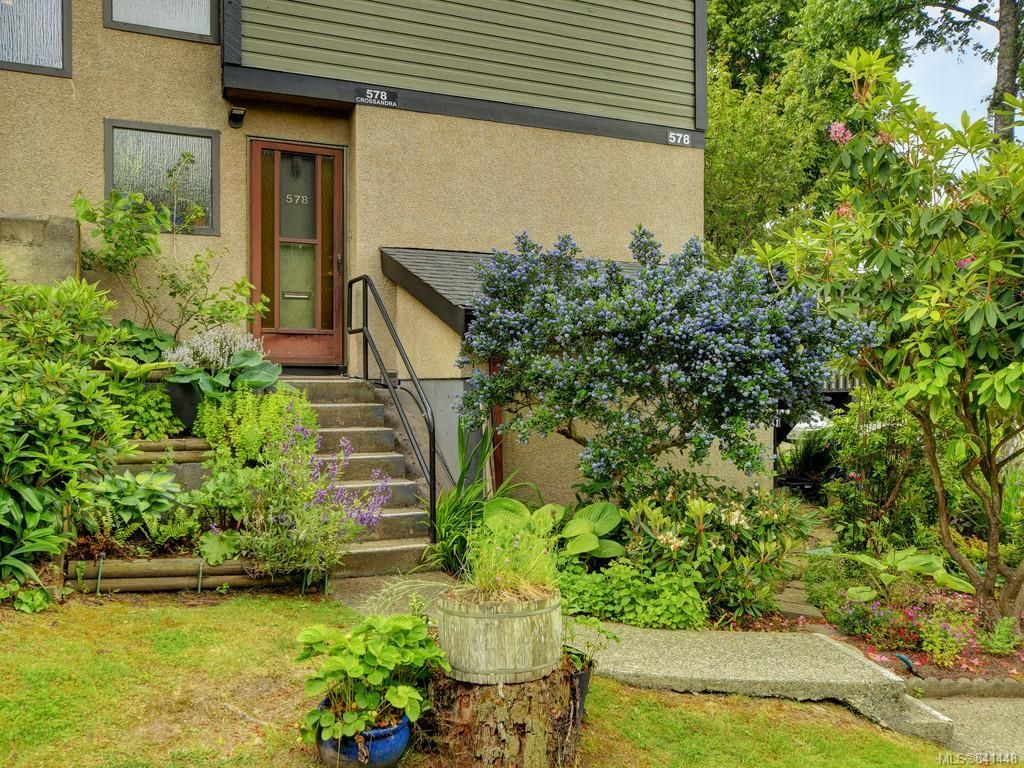 Main Photo: 578 Crossandra Cres in Saanich: SW Tillicum Row/Townhouse for sale (Saanich West)  : MLS®# 841448
